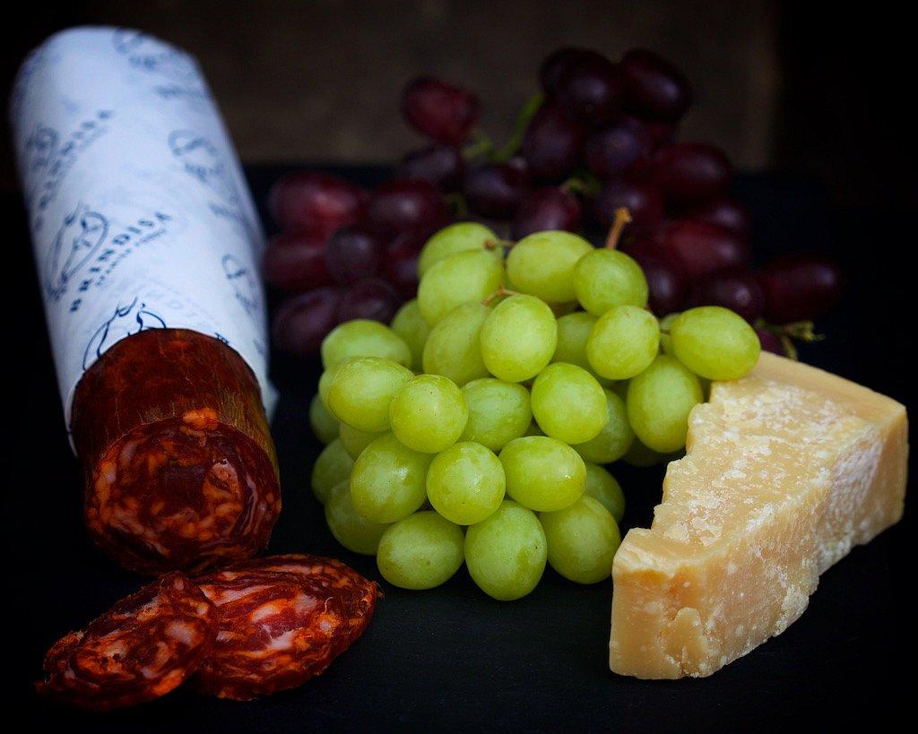 Still-life-with-grapes.jpg